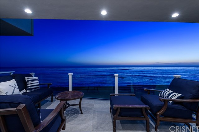 11874 Beach Club Way, Malibu CA: http://media.crmls.org/mediascn/0e1176ed-0dde-4ca9-8941-2e341d9c8b41.jpg