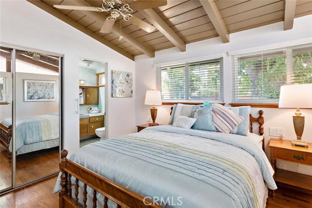 10624 Gaviota Avenue, Granada Hills CA: http://media.crmls.org/mediascn/0e5a00ca-82c5-49e8-9b6a-e71ed03b1094.jpg