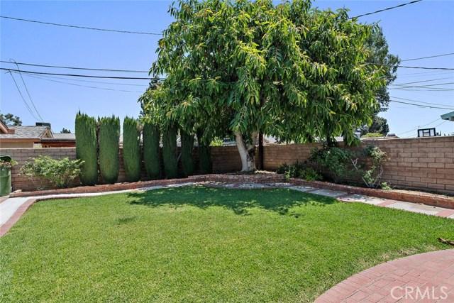 10624 Gaviota Avenue, Granada Hills CA: http://media.crmls.org/mediascn/0ef7c21b-3cb9-403a-9011-dfaa972c7a38.jpg