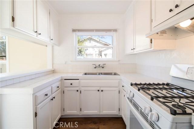 7500 Owensmouth Avenue, Canoga Park CA: http://media.crmls.org/mediascn/0f31a83d-01b5-4507-a10e-4176b3c4f68d.jpg