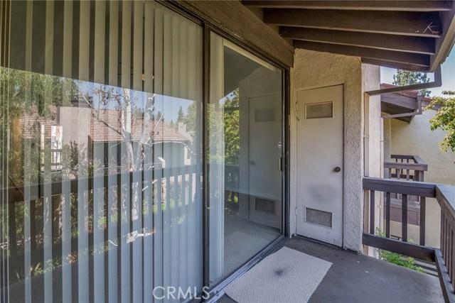 5711 Owensmouth Avenue, Woodland Hills CA: http://media.crmls.org/mediascn/0f635692-685c-459f-b311-291603f45784.jpg