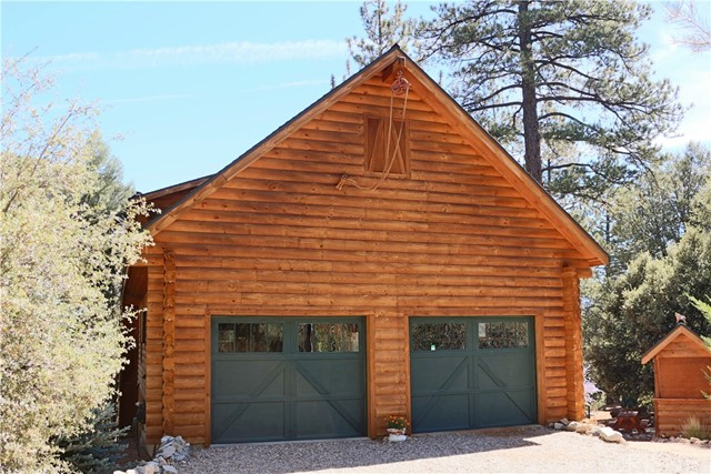15817 Edgewood Way, Pine Mtn Club CA: http://media.crmls.org/mediascn/0f73ca02-9b4e-4e9c-9d24-67df0ff6ba3a.jpg