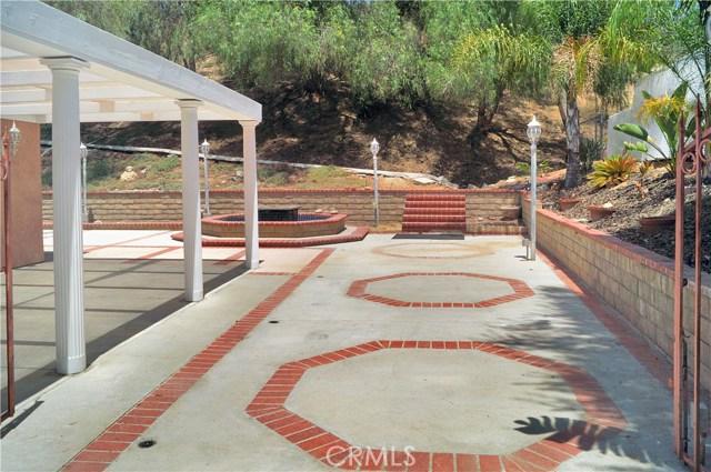 22463 Tula Drive, Saugus CA: http://media.crmls.org/mediascn/0fa17d67-d729-4440-99f2-ccaac33a2a69.jpg