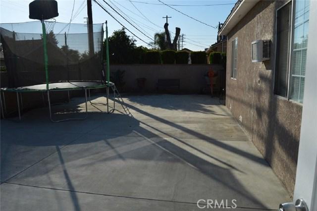 9779 Mercedes Avenue, Arleta CA: http://media.crmls.org/mediascn/0fe90147-e15b-40df-8312-3fb10ff998bf.jpg
