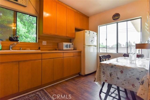 5805 Whitsett Avenue, Valley Village CA: http://media.crmls.org/mediascn/0ff3945b-3d0b-410b-89a6-48e4b7670c42.jpg