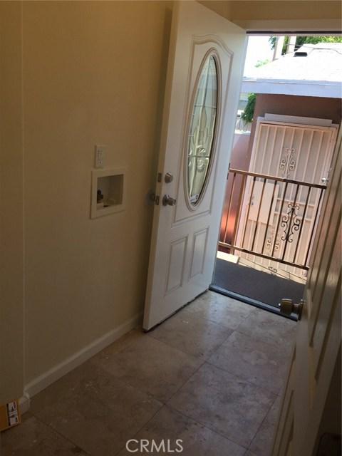 4406 S Gramercy Place, Los Angeles CA: http://media.crmls.org/mediascn/10047103-358a-4ff5-a9ac-d7b8458ca672.jpg