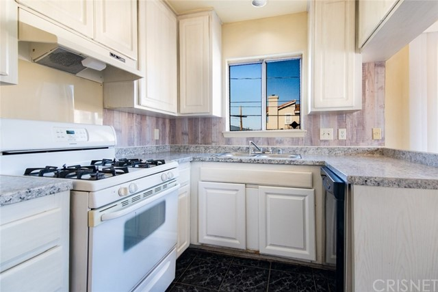 Detail Gallery Image 1 of 30 For 1742 W 149th St #1,  Gardena,  CA 90247 - 2 Beds | 2 Baths