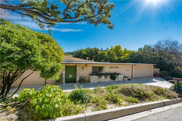 Photo of 15525 High Knoll Road, Encino, CA 91436