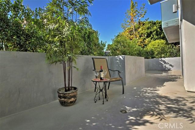 12045 Guerin Street, Studio City CA: http://media.crmls.org/mediascn/1033f5b3-be10-4106-8b75-9e27db171099.jpg