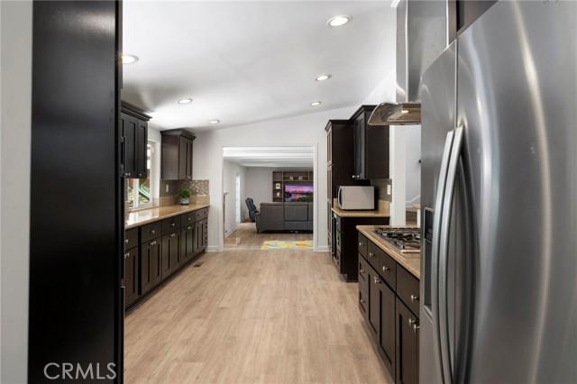 20324 Reaza Place, Woodland Hills CA: http://media.crmls.org/mediascn/108982df-2933-4dcb-bb89-81461ab9d800.jpg