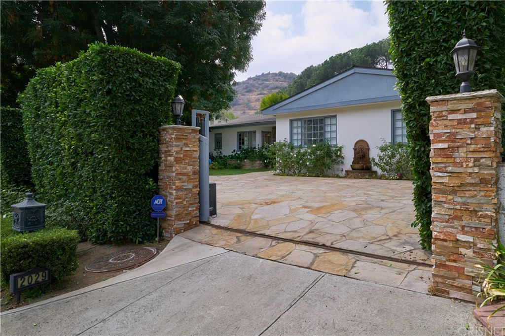 2029 COLDWATER CANYON Drive, Beverly Hills, CA 90210