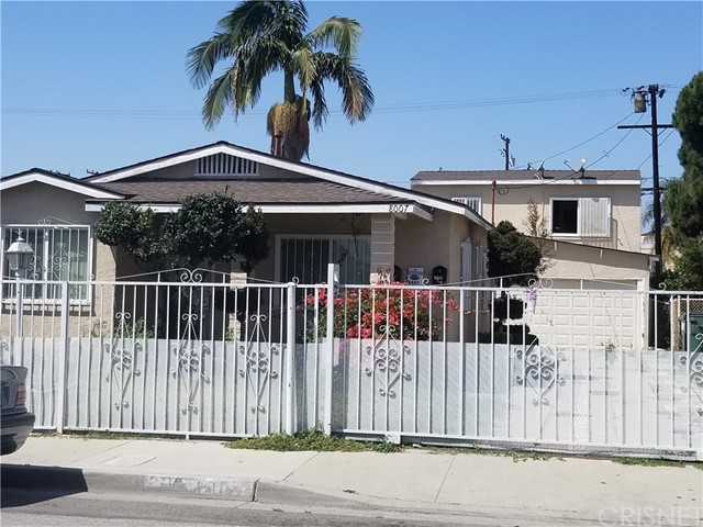 8007 Holmes Avenue, Los Angeles CA: http://media.crmls.org/mediascn/10b96047-b92c-440f-823c-bdf653ecb837.jpg