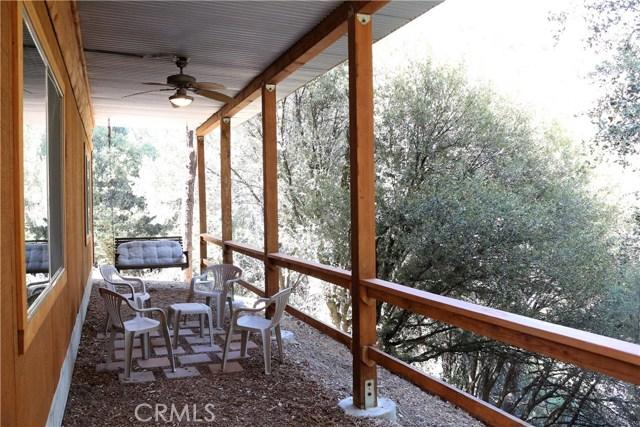 15817 Edgewood Way, Pine Mtn Club CA: http://media.crmls.org/mediascn/1101d654-8c0c-4594-9de1-e1d865cad0c6.jpg