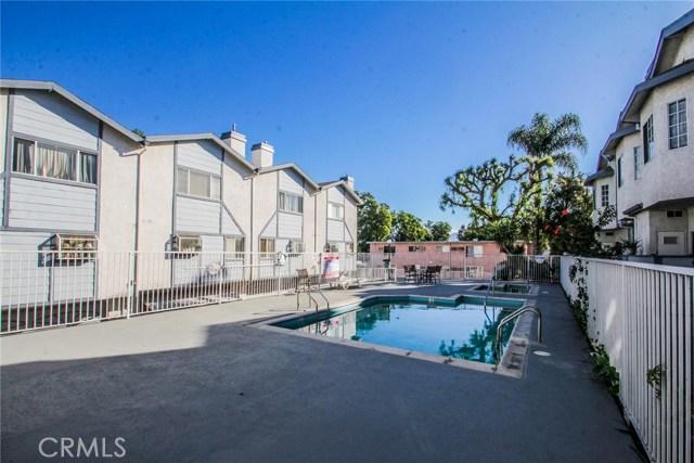 9076 Willis Avenue, Panorama City CA: http://media.crmls.org/mediascn/11211993-5b94-48be-805f-9bba6e954f8d.jpg