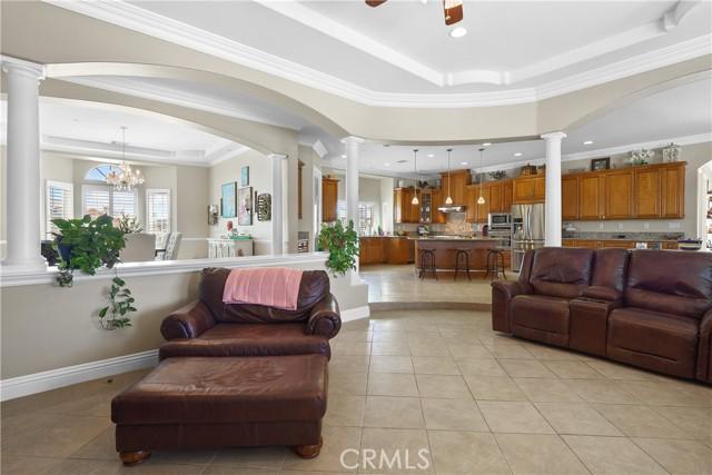 39915 27th W Street, Palmdale CA: http://media.crmls.org/mediascn/1121847f-e82b-4271-a00d-f649819f2008.jpg