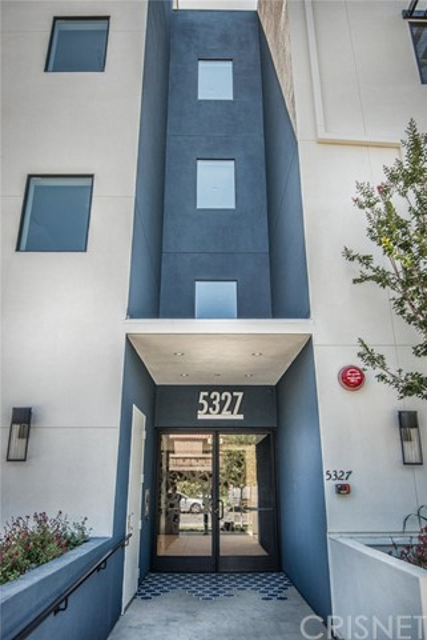 5327 Hermitage, Valley Village CA: http://media.crmls.org/mediascn/11449bd1-1513-4977-9ea8-573cf0c9d610.jpg
