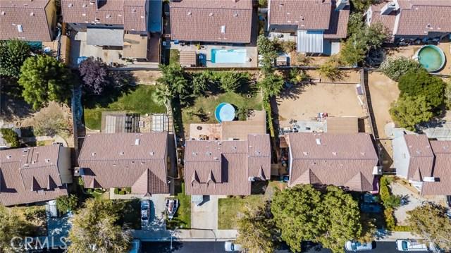 564 Conifer Drive, Palmdale CA: http://media.crmls.org/mediascn/11dc5d48-ebe6-459d-9bc1-23a8b951874d.jpg
