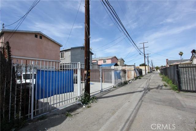 9912 S San Pedro Street, Los Angeles CA: http://media.crmls.org/mediascn/11e5ea5f-9778-4025-a6c0-4f843f69dbe4.jpg