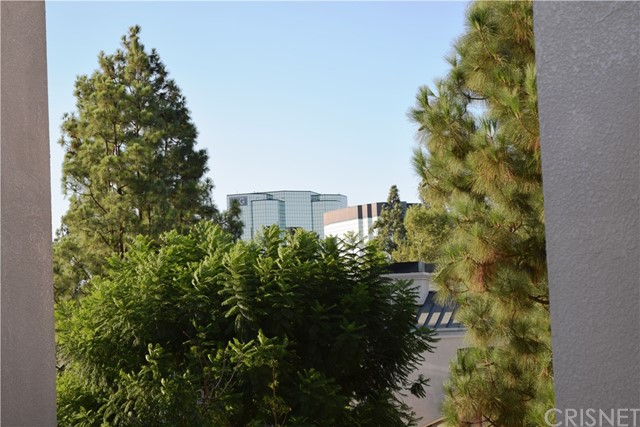 5545 Canoga Avenue, Woodland Hills CA: http://media.crmls.org/mediascn/11ee6f34-0014-40a6-bf30-649cdc29db1d.jpg