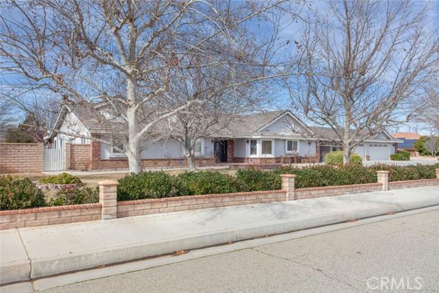 42411 27th W Street, Lancaster CA: http://media.crmls.org/mediascn/121fb76e-345d-4338-8fd1-0389dd206e70.jpg