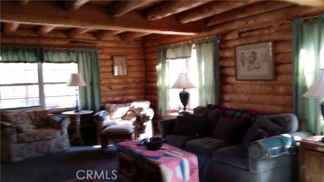 1901 Bernina Drive, Pine Mtn Club CA: http://media.crmls.org/mediascn/122585f6-2cdc-468a-8a0d-2848580e32ec.jpg
