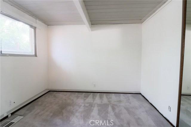 12662 Jimeno Avenue, Granada Hills CA: http://media.crmls.org/mediascn/126bddab-8337-4a4a-aa5a-f633f11c1341.jpg