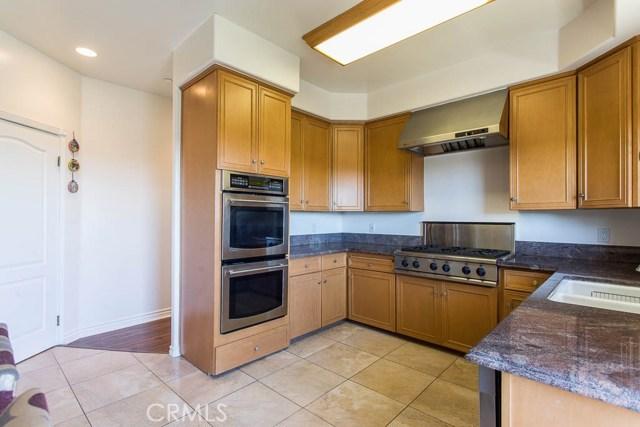 4964 Medina Road, Woodland Hills CA: http://media.crmls.org/mediascn/12819047-58c6-4d31-819f-405014b34807.jpg