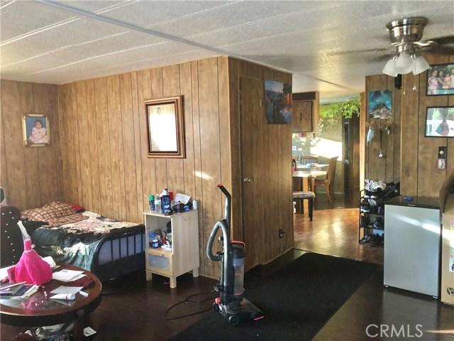 23450 Newhall Avenue, Newhall CA: http://media.crmls.org/mediascn/12886b63-71ba-4c1d-b6fc-dbcdf21ed35e.jpg