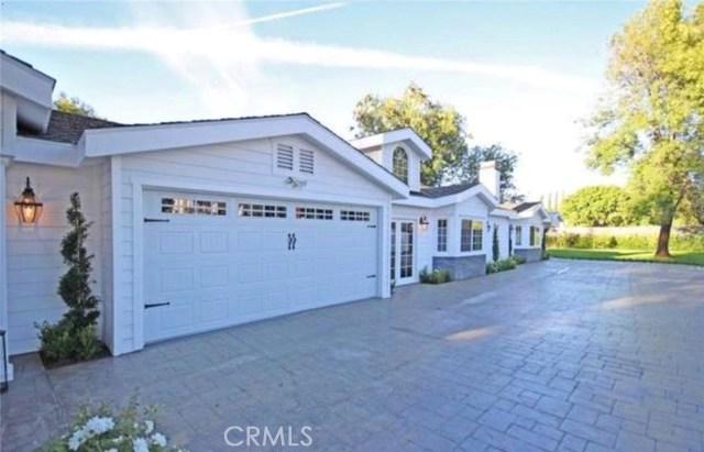 独户住宅 为 销售 在 23141 Hatteras Street 伍德兰, 91367 美国