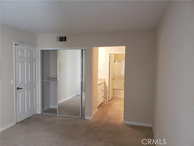 5510 Owensmouth Avenue, Woodland Hills CA: http://media.crmls.org/mediascn/13208f63-6e12-4244-894c-2827e7e96267.jpg