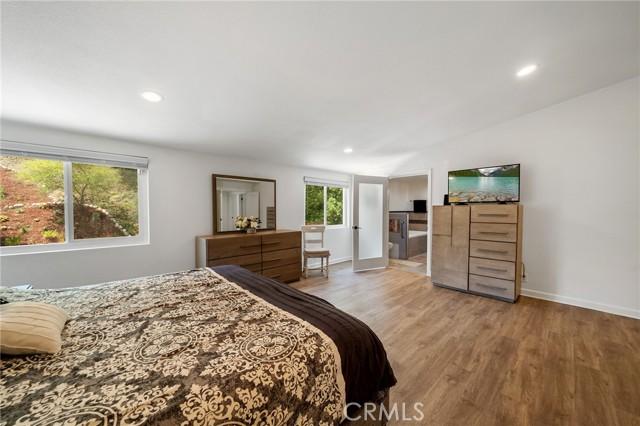 20324 Reaza Place, Woodland Hills CA: http://media.crmls.org/mediascn/136b691c-f4a4-445f-9fe5-55169cc31ef7.jpg