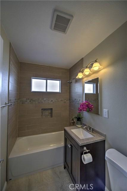 43743 Fern Avenue, Lancaster CA: http://media.crmls.org/mediascn/137f7950-df7e-4041-9228-d11c56284f47.jpg