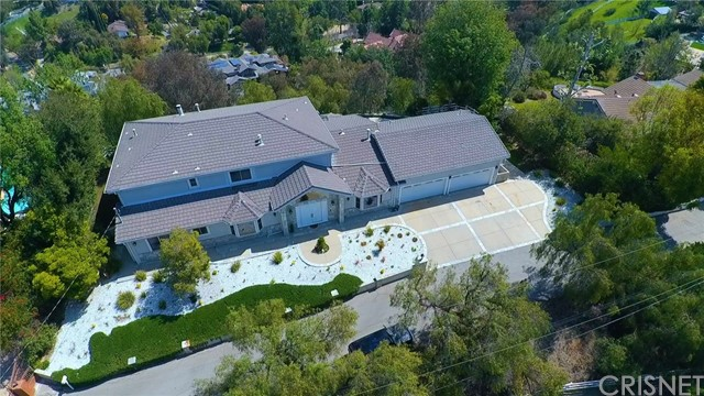 24833 Jacob Hamblin Road, Hidden Hills CA: http://media.crmls.org/mediascn/1384200e-f8de-46f0-b14a-bd26d1edf926.jpg