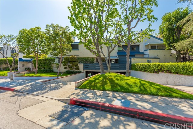 Townhouse for Sale at 1333 Valley View Road Glendale, California 91202 United States