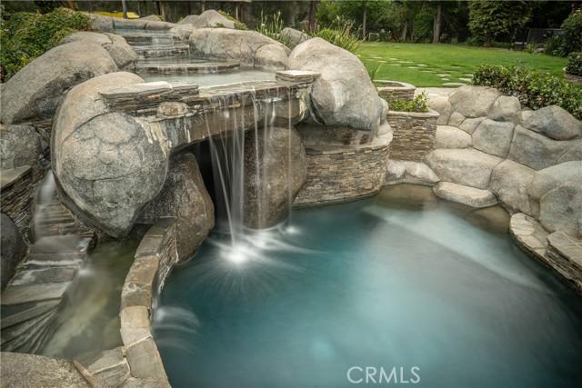 245 Berkshire Avenue, La Canada Flintridge CA: http://media.crmls.org/mediascn/14686bd6-21d9-4751-a633-6cd15e58a990.jpg