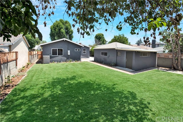 6633 Costello Avenue, Valley Glen CA: http://media.crmls.org/mediascn/14d8eda7-a2ca-4c56-a817-0c414f0a3424.jpg