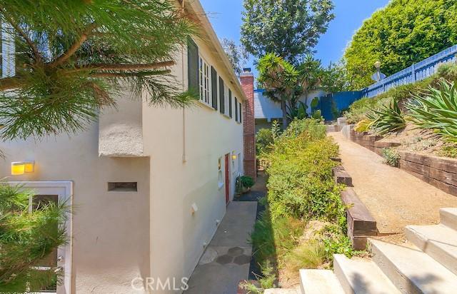 3309 Tareco Drive, Los Angeles CA: http://media.crmls.org/mediascn/14f4e46a-db39-4e94-89ea-71b875cb6720.jpg