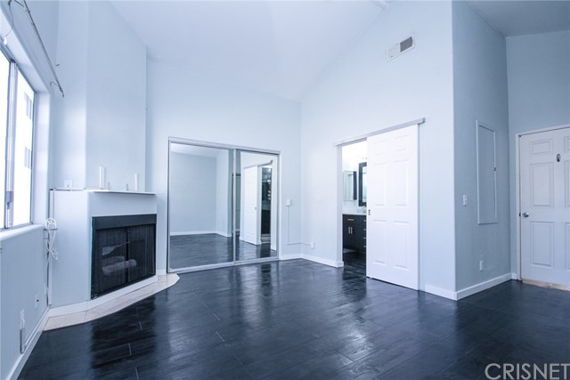 9076 Willis Avenue, Panorama City CA: http://media.crmls.org/mediascn/1527dfa1-4bdd-4ef4-b870-48646d8afaf1.jpg