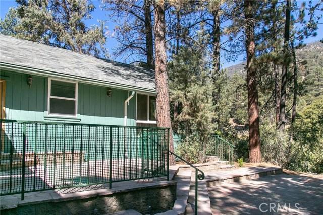 15905 Edgewood Way, Pine Mtn Club CA: http://media.crmls.org/mediascn/154360ef-00fa-4f13-8273-a46b9a2b8c9e.jpg
