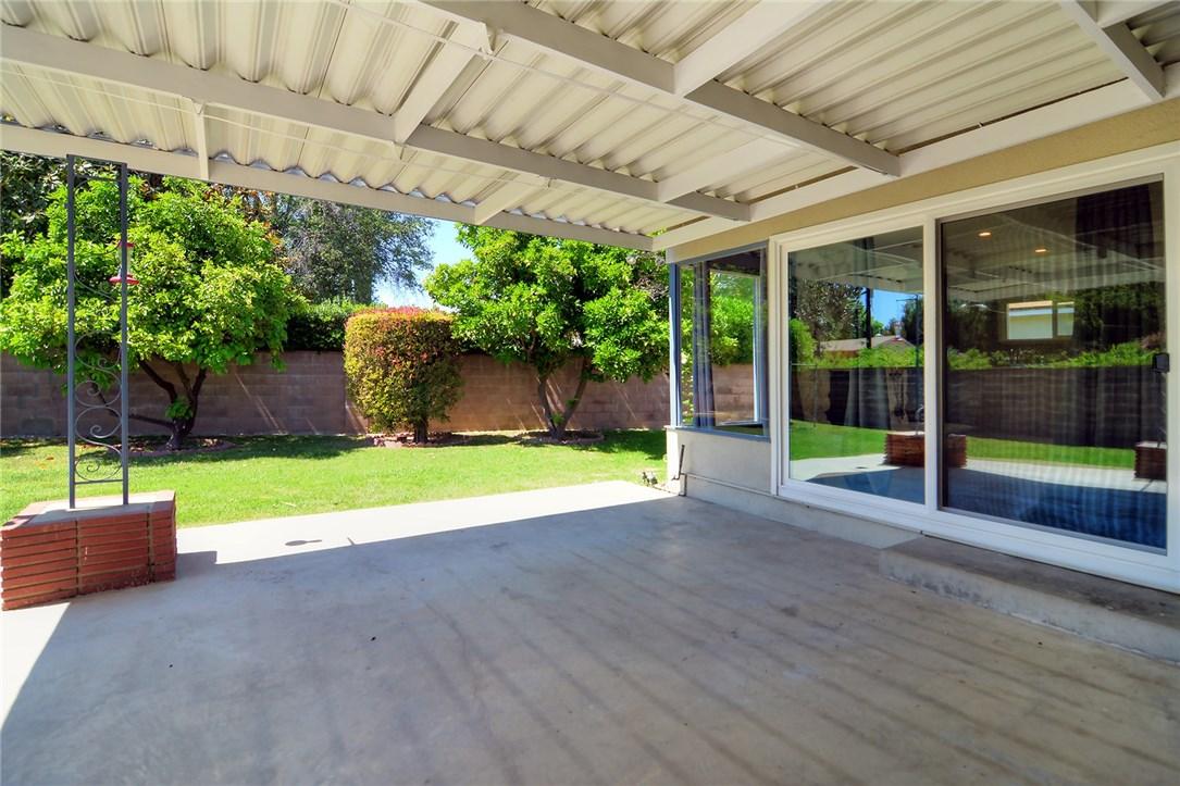 6531 Hanna Avenue, Woodland Hills CA: http://media.crmls.org/mediascn/157b5958-da58-4056-8d6f-128e67735787.jpg