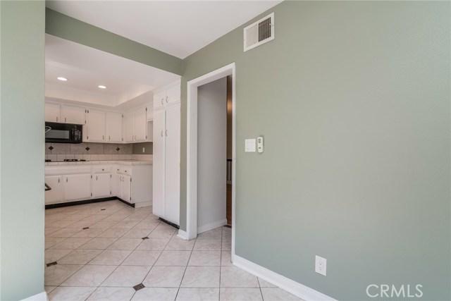 5711 Owensmouth Avenue, Woodland Hills CA: http://media.crmls.org/mediascn/15d8ba44-754a-44d7-bc9d-936e65cd8044.jpg