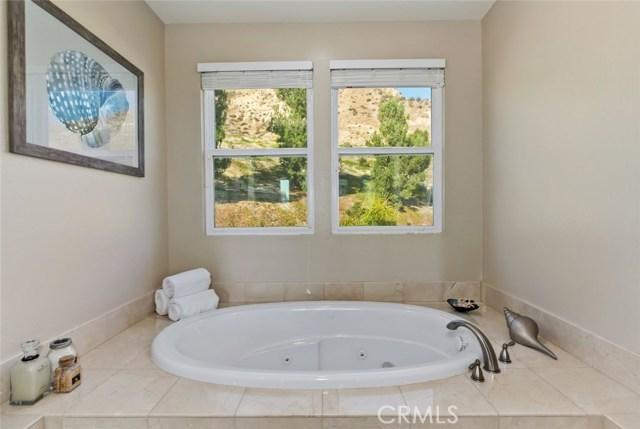 20355 Via Urbino, Porter Ranch CA: http://media.crmls.org/mediascn/15e1f0bb-58f8-4319-949b-45e5a1ea00a0.jpg