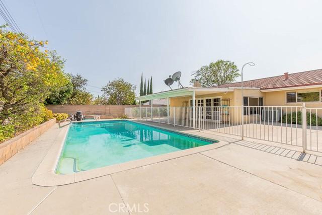 10920 Garden Grove Avenue, Northridge CA: http://media.crmls.org/mediascn/160cb8f0-7379-4f7b-be98-2222ef95cd3a.jpg
