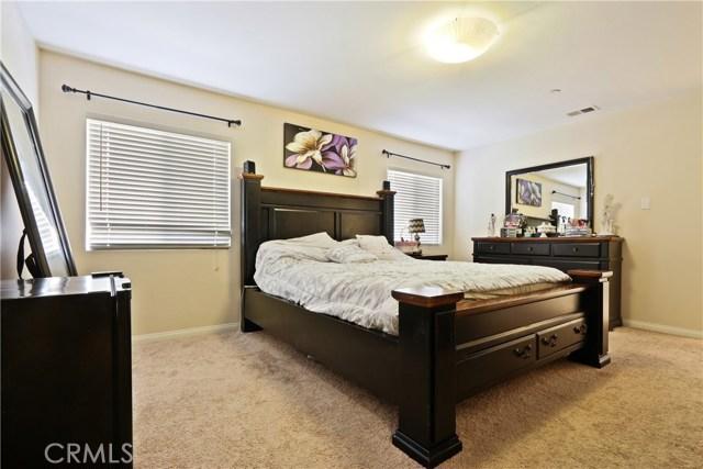 11844 Apple Grove Lane, Sylmar CA: http://media.crmls.org/mediascn/16369631-3ba5-4d1e-b196-f5c7646404d2.jpg