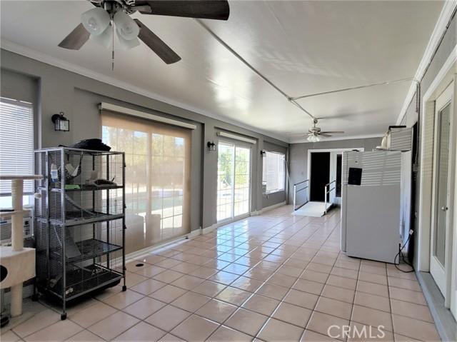 10609 Reseda Boulevard, Northridge CA: http://media.crmls.org/mediascn/163d212a-0717-4ab4-b537-723bef16fd24.jpg