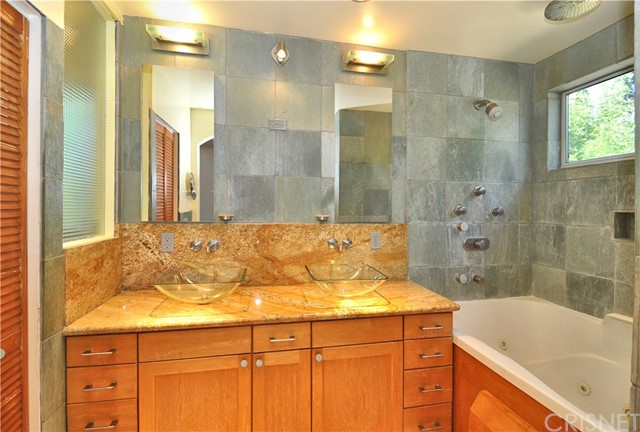 703 San Doval Place, Thousand Oaks CA: http://media.crmls.org/mediascn/1655e700-d858-4224-b90e-06016ad4d1e6.jpg