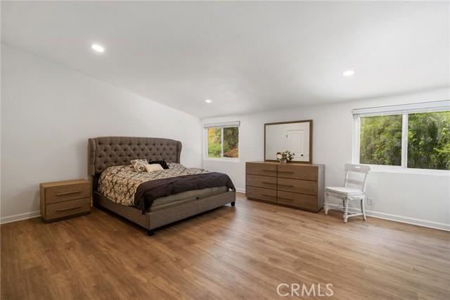 20324 Reaza Place, Woodland Hills CA: http://media.crmls.org/mediascn/168ebb61-a33a-4ffc-b46a-fdbfab49a9e8.jpg