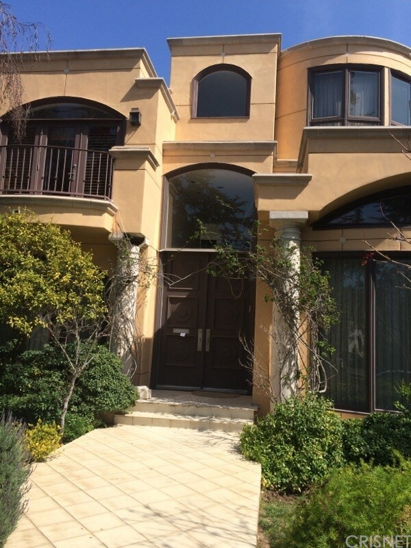 Single Family Home for Sale at 323 21st Place Santa Monica, California 90402 United States