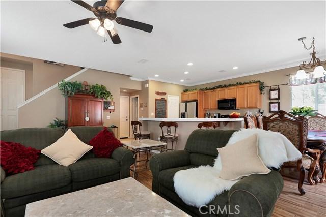 440 Arborwood Street, Fillmore CA: http://media.crmls.org/mediascn/16bf6e55-dcd6-4fd0-a3bc-1bed456f5ec5.jpg