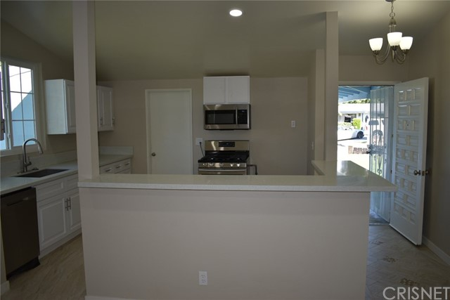 19006 Calla Way, Canyon Country CA: http://media.crmls.org/mediascn/16e04f25-7a53-4c09-9620-777409f1a064.jpg